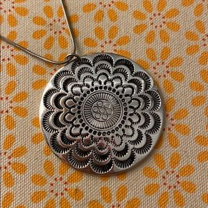 Jewelry - Silver necklace - floral pendant